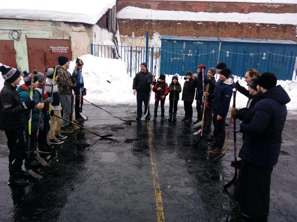 Ярославские семинаристы и воспитанники гимназии сыграли в хоккей с мячом