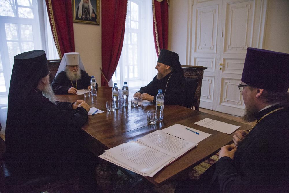 На Архиерейском совете обсудили организацию при семинарии богословских курсов для монашествующих