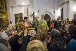 Всенощное бдение в Успенском соборе накануне праздника Входа Господня в Иерусалим