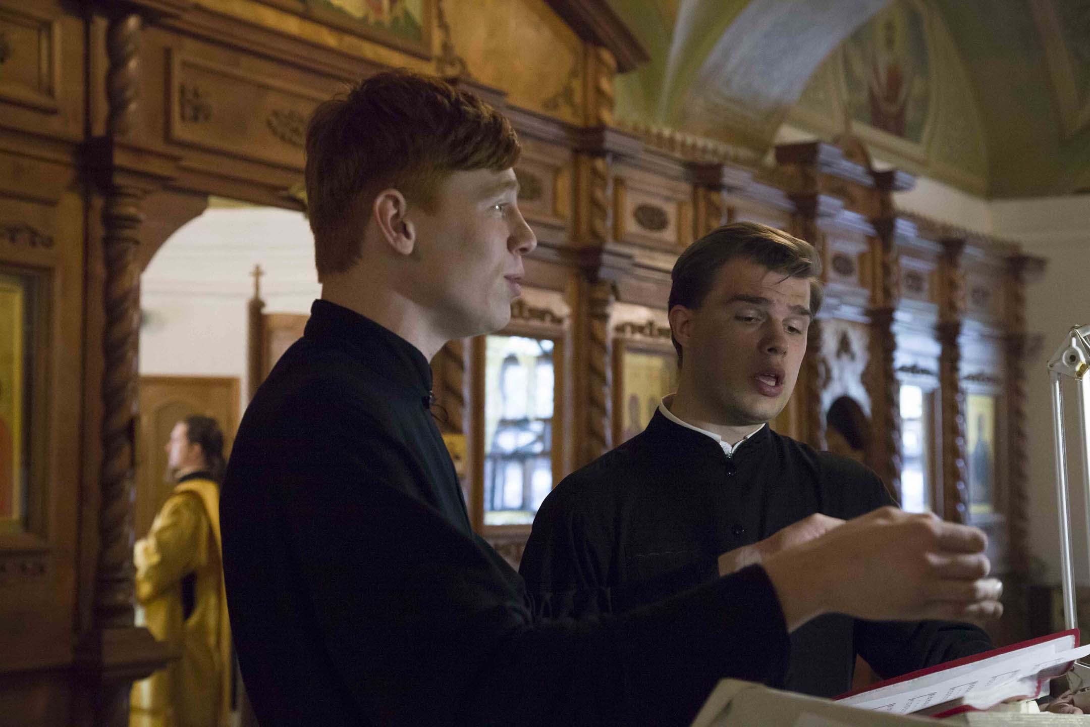 Хор семинаристов пел за Божественной литургией в день престольного праздника в храме Петра и Павла г. Ярославля