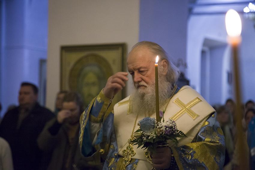 В канун праздника Покрова митрополит Пантелеимон совершил Всенощное бдение в Покровском храме Казанского монастыря