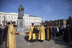 Регентская школа исполнила песнопения на молебне у памятника благоверному князю Ярославу Мудрому в день города Ярославля