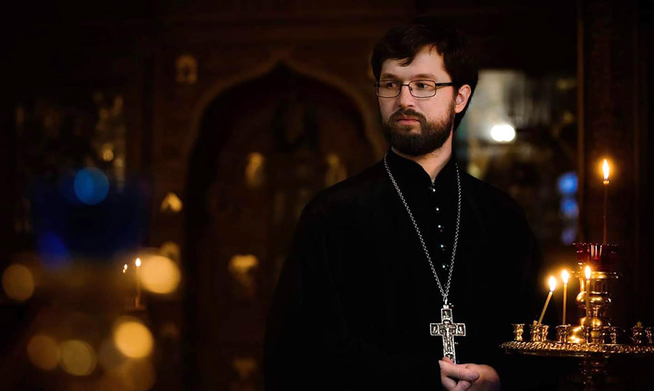 В эфире радио «Вера» в программе «Семейный час» иерей Александр Сатомский